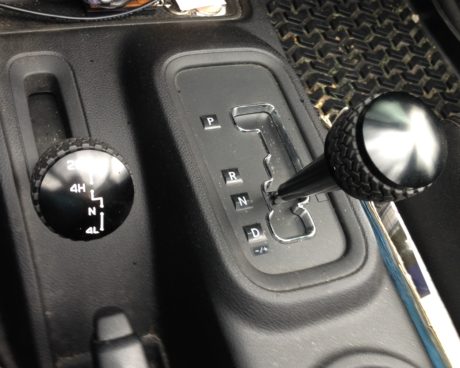 why is it hard to shift gears with a manual transmission