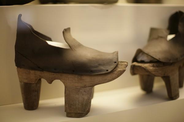 A trend in footwear Early+medieval+patten+clogs