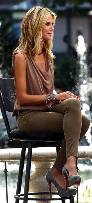 Heidi Klum, jacket, shades, jeans,