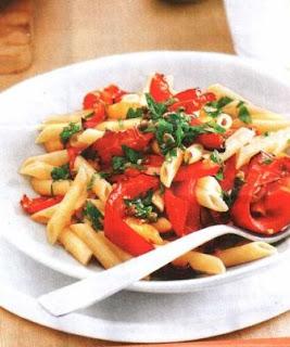 Макаронный салат из пене