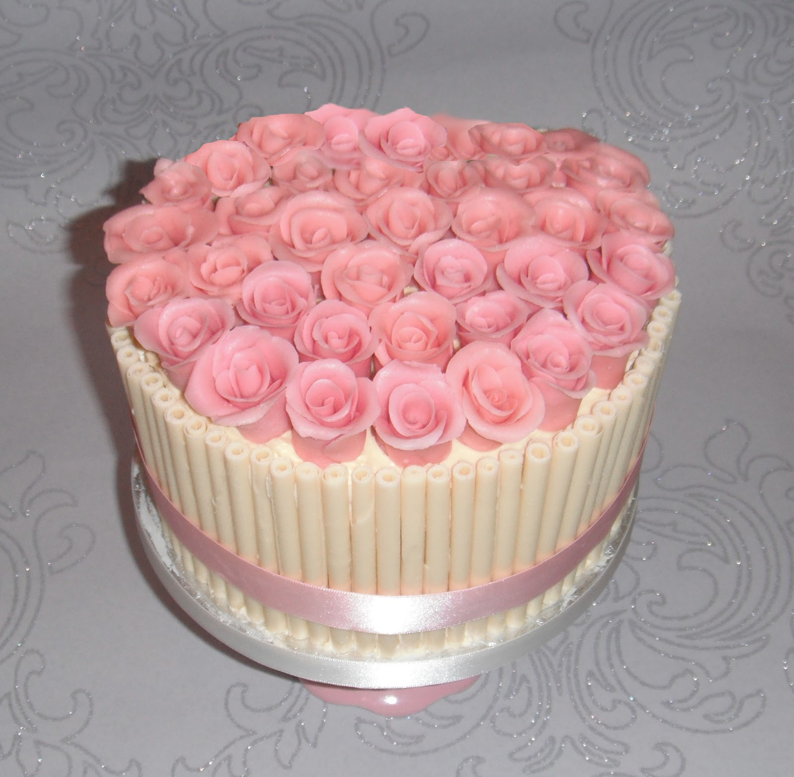 White chocolate and pink roses birthday cake izmirmasajfo