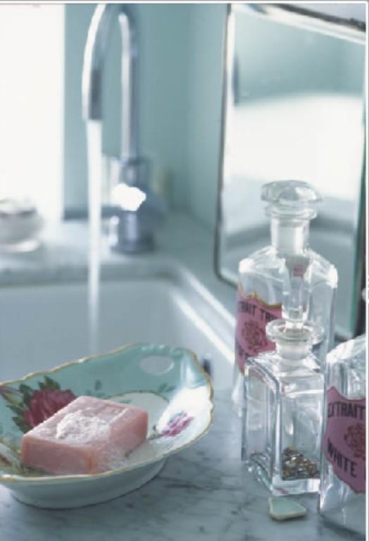 Simply shabby chic blog shabby chic bathroom decor for Bathroom decor pink
