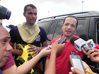 Juancito se solidariza con propietarios y gerentes de la tienda la Sirena