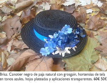 Canotier negro con grosgain, hortensias de tela y hojas