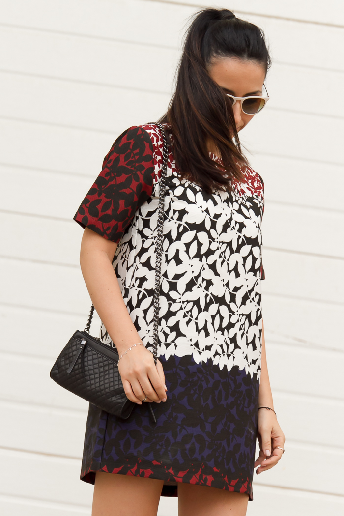 Leaves print dress trend and quilted bag