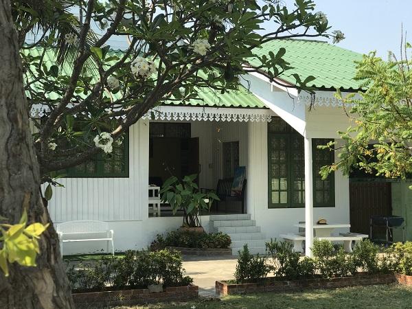 บ้านขาวเขียว