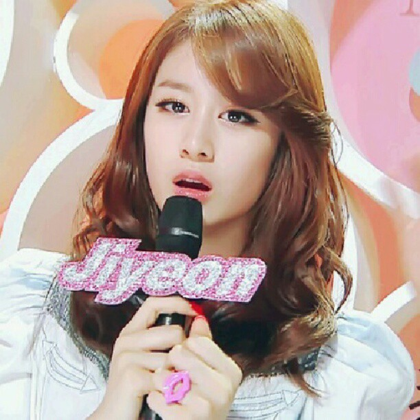 Cute Jiyeon MC-ing Picture