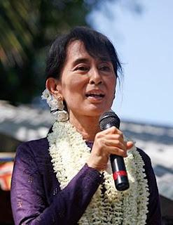 Chuyện tình cảm động ít người biết của bà Aung San Suu Kyi - Miến Điện