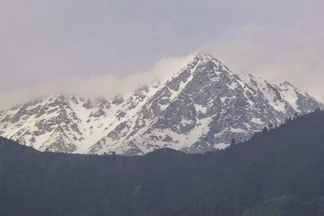 Rantai pegunungan Himalaya dari Hotel