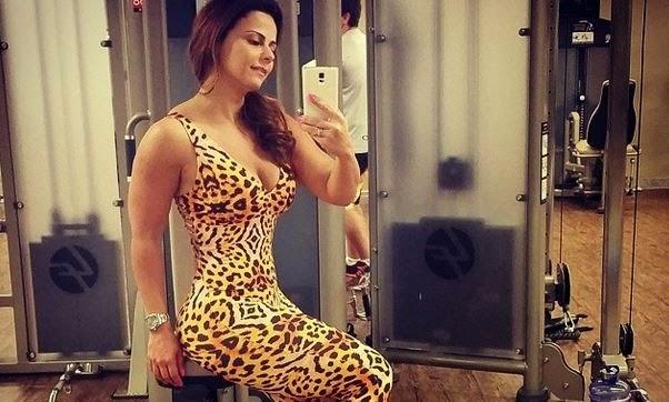 Viviane Araújo escolheu um macacão justo de oncinha para malhar