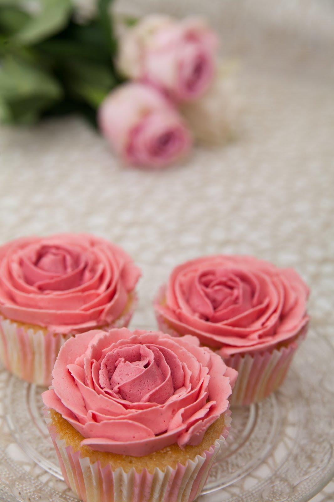 vanille apfel cupcakes mit buttercreme rosen. Black Bedroom Furniture Sets. Home Design Ideas