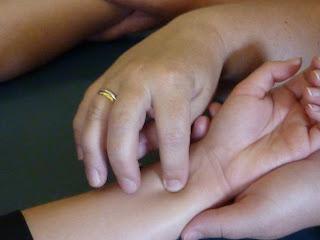 """MediAkupress Konzept """"Begleitende Hände"""""""