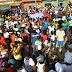 Miles de cristianos evangélicos marchan en el día de la Biblia