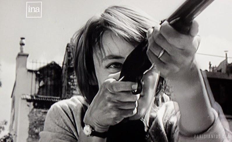Ники с ружьем в руках