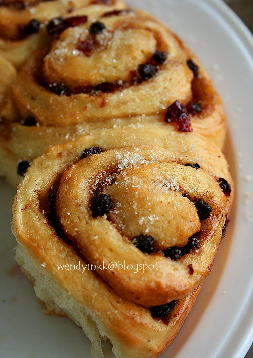 Chelsea Buns ... Looks like cinnamon rolls? Almost.