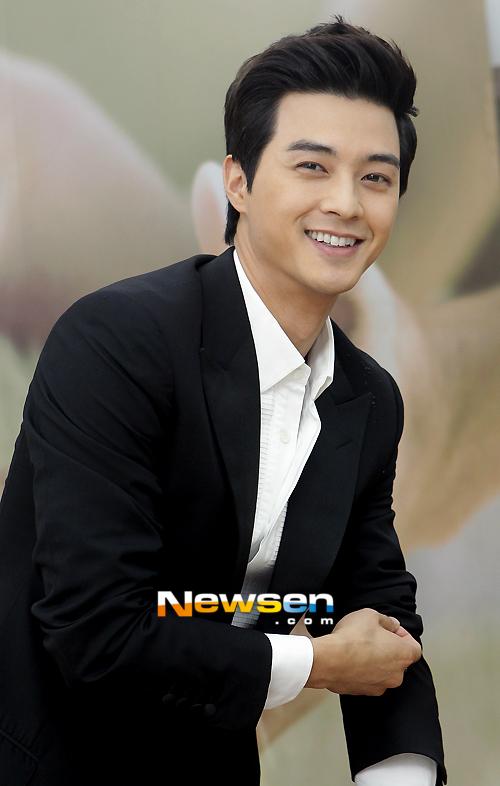 kim+ji+hoon_+smiling.jpg