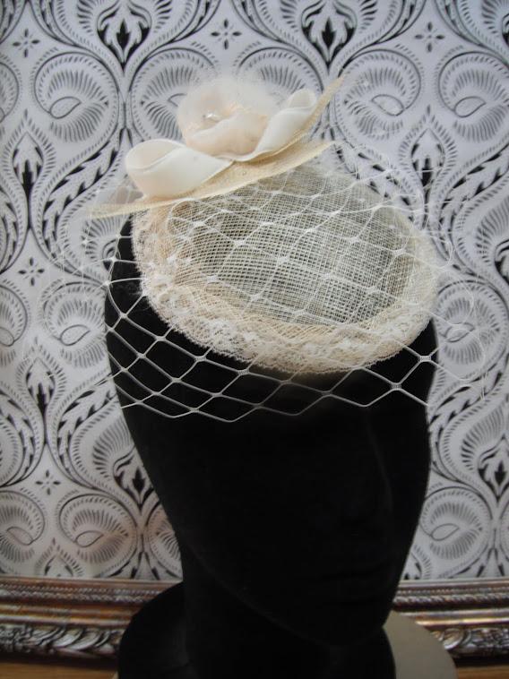 Colección de tocados y pinzas para novias, de estilo Vintage y glamurosas eVe One