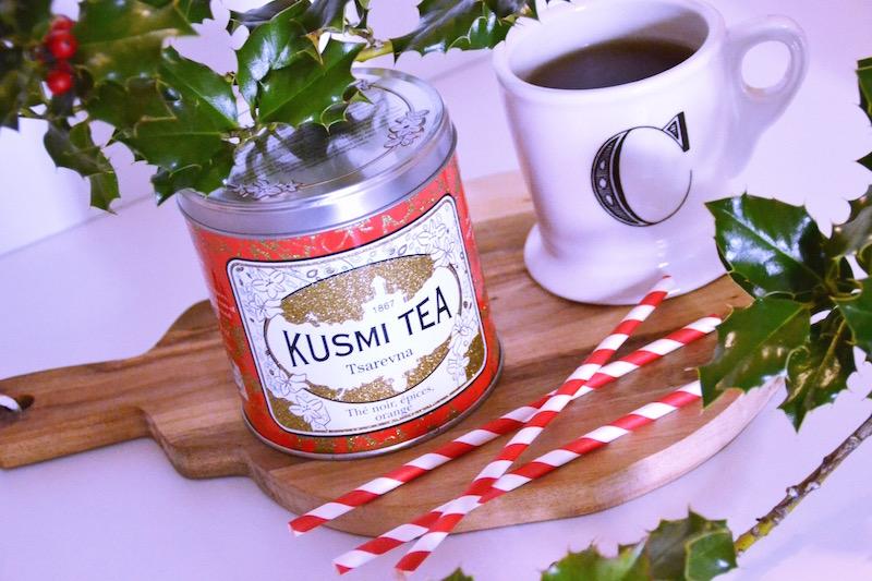 Thé Kusmi Tsarevna, paille Hema rouge et blanche,mug anthropologie,planche a découper Hema