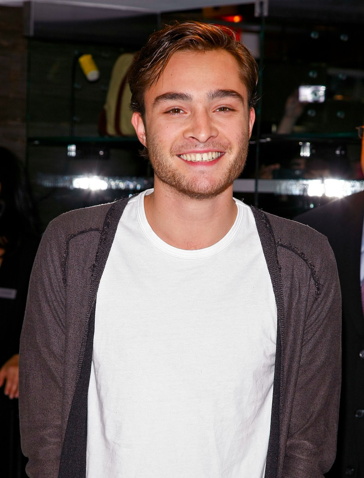 chuck bass smiling - photo #15