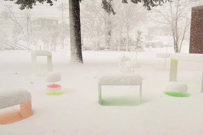 nieve de colores en campo