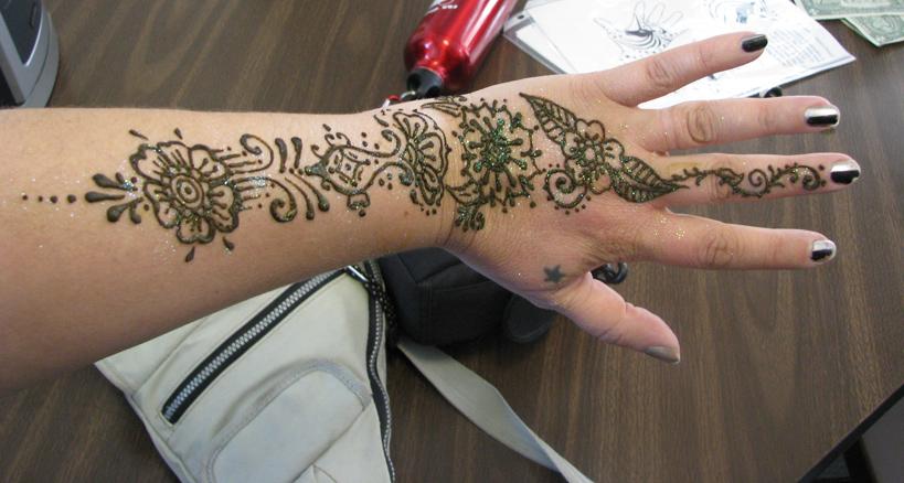 http://3.bp.blogspot.com/-XQ-QBFwGwrs/TeDaCkssE9I/AAAAAAAAAwA/MngYVrtEeU4/s1600/henna-tatoo25.jpg