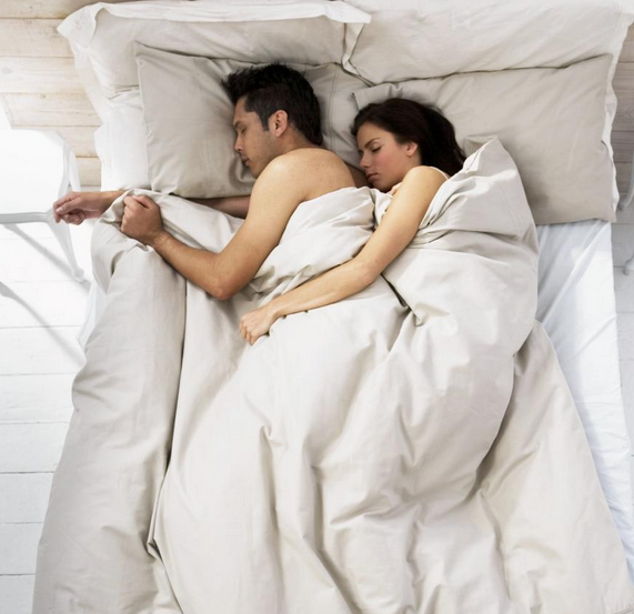 Sleep naked to have happy relationship