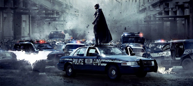Dark Knight rises - locandina wide - Batman su auto polizia