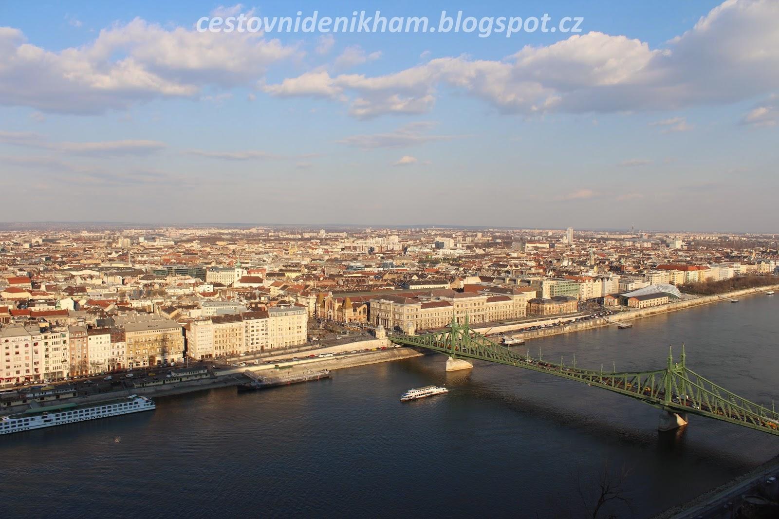 pohled na Budapešť z Gellértova vrchu // a view of Budapest from Gellért Hill