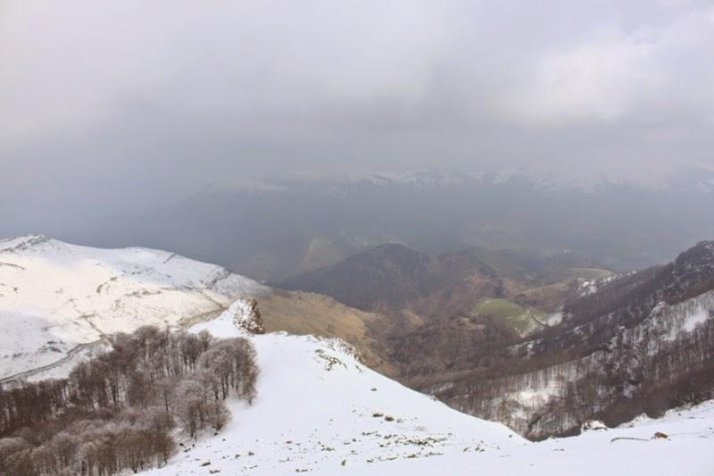 Vue dans la montée vers le sommet de l'Autza