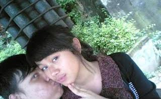 Foto Mesra Dara The Virgin Dengan Pacar - Cium Pipi Kanan