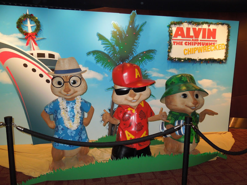 Alvin and the Chipmunks 3 statues