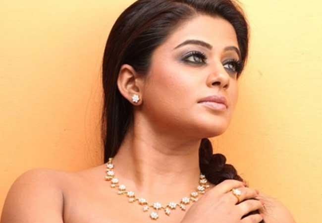 Priyamani Latest Spicy Eposeing Saree Pics Hot