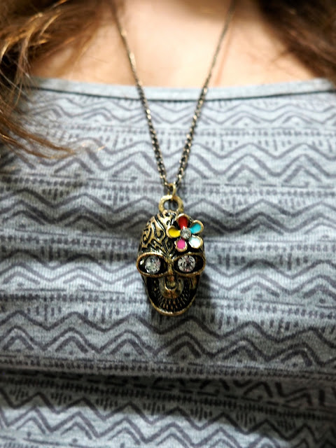 Perks of Pockets | outfit jewellery details of gold sugar skull pendant necklace