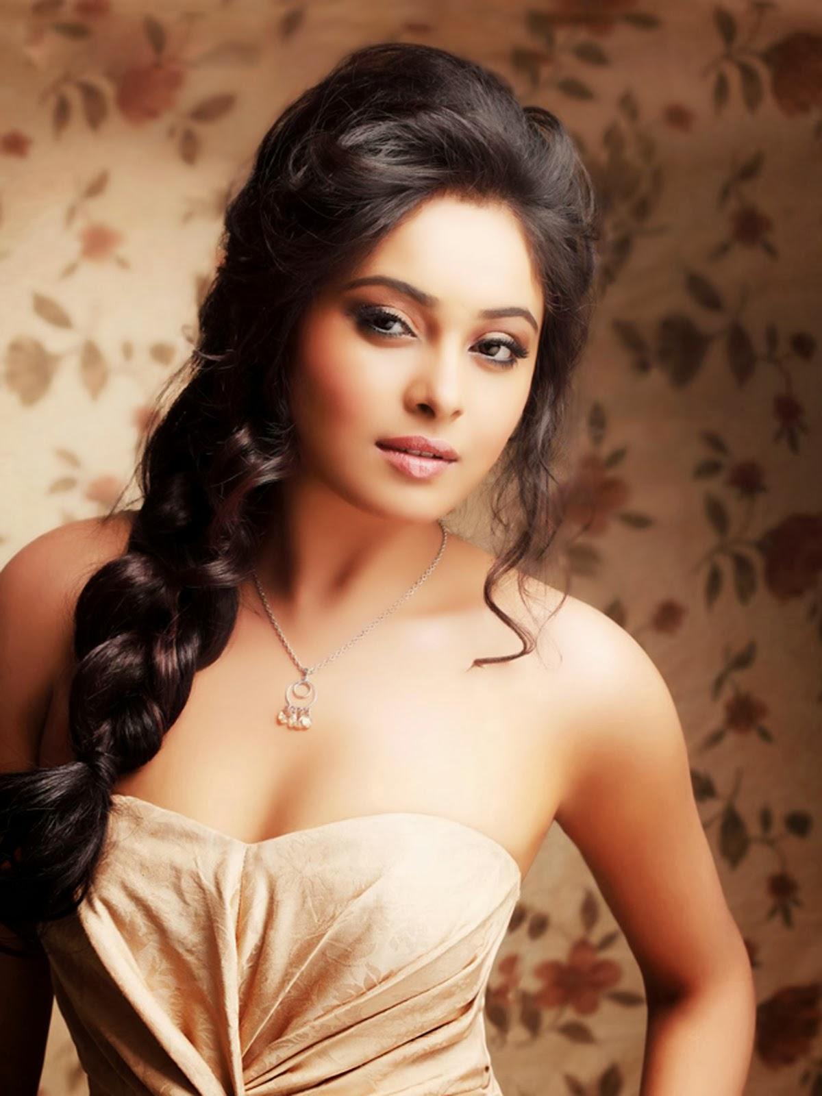 actress images wallpapers stills arundhati hot sexy