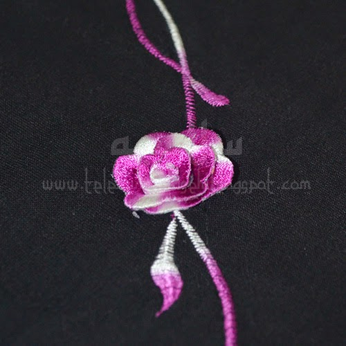 Telekung Vietnam tanah hitam, bunga ungu putih sulam bunga timbul