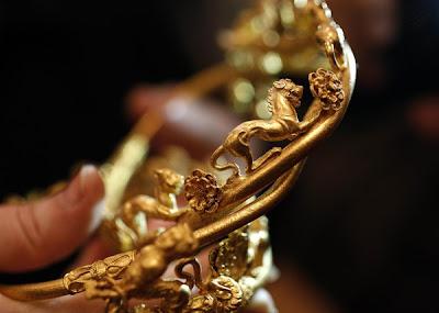 mahkota emas