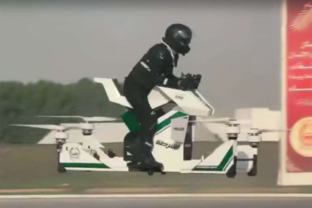 LA POLICÍA DE DUBAI ESTRENA MOTO VOLADORA