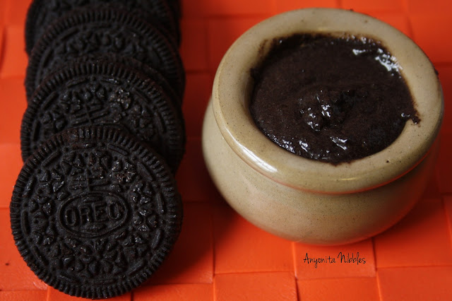 Oreo cookies with Oreo Cookie Butter
