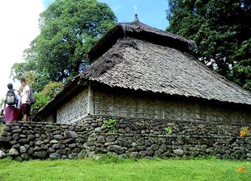 mesjid bayan beleq, wisata sejarah di lombok, desa senaru lombok, peninggalan sejarah lombok,