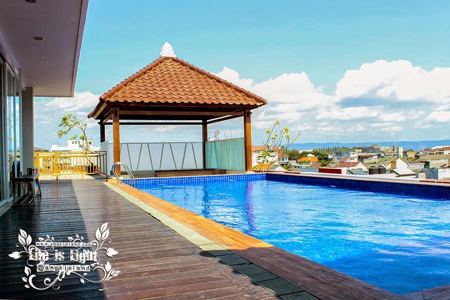 kolam renang dafam hotel Jogja