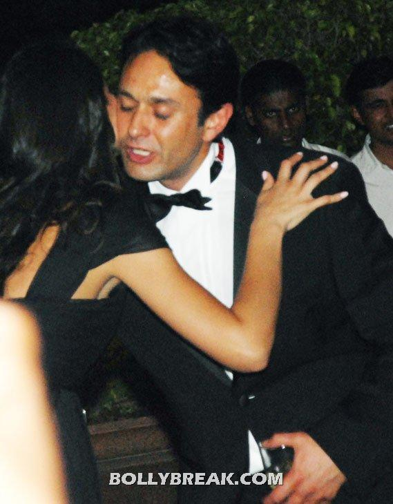 Nargis kisses Ness Wadia close up - Nargis Fakhri & Ness Wadia together @ Karan Johars birthday