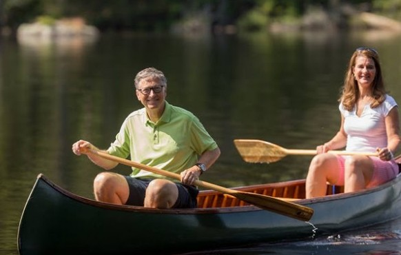 World's Richest Man Bill Gates & Wife Takes Modest ...