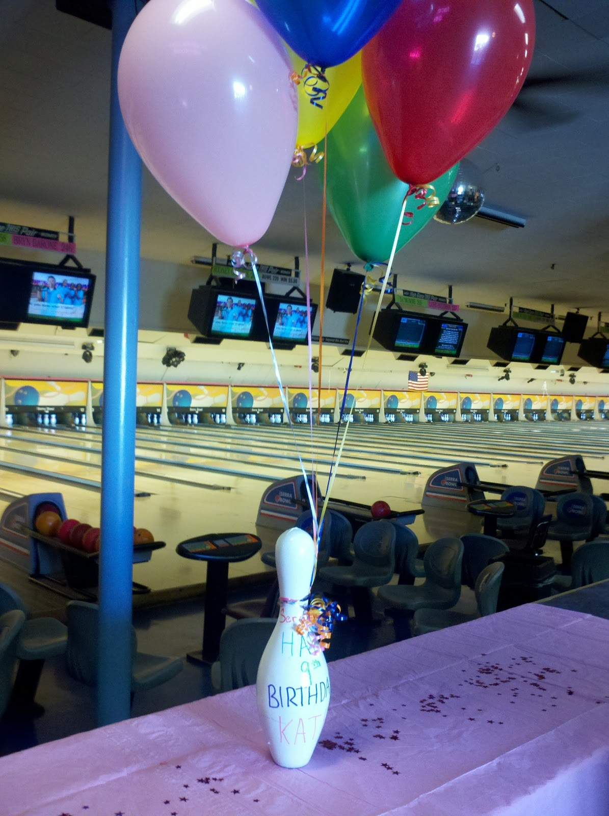 Bowling pin balloons - A Bowling Pin With Balloons Welcomes The Group For Bowling