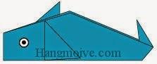 Bước 13: Vẽ mắt để hoàn thành cách xếp con cá heo bằng giấy theo phong cách origami.