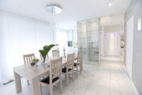 Diseño de interiores & arquitectura: sobrio apartamento blanco en ...