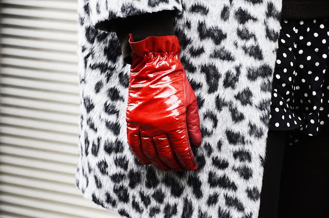 PFW street style, red gloves and fur coat