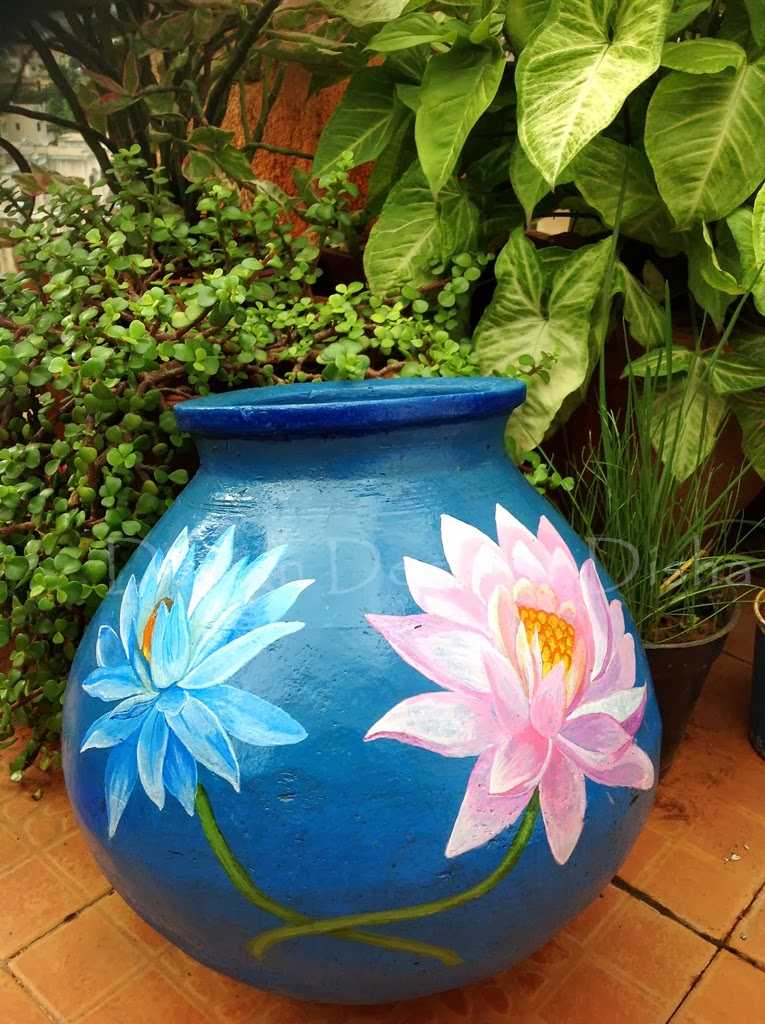 42 Painted Flower Pots Apart from decorating your rooms with flower pots, having sweet-smelling flowers, you can paint creative designs on them for an attractive and elegant appeal. You can opt for simple clay pots, or ones made of terracotta.