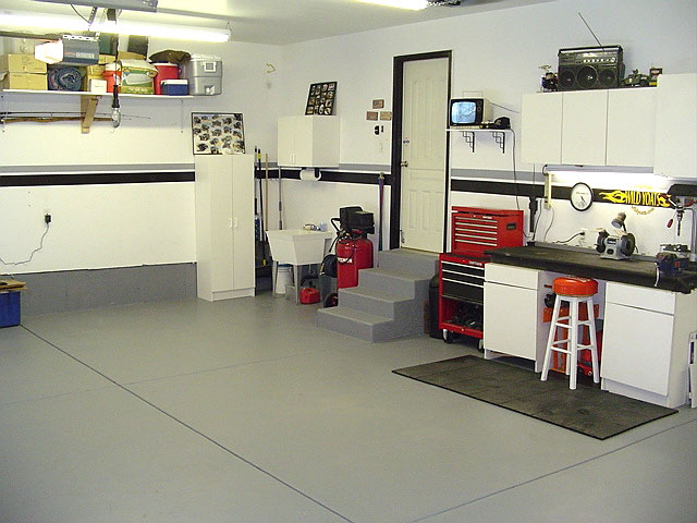 Halogen lamp and outdoor lighting garage lighting - Inside of a garage ...