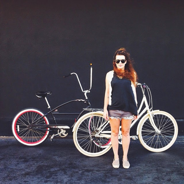 tlv birdie blog, electra bicycle, critical bycicle, los angeles lifestyle blog, girl on a bicycle street style, outfit for bicycle ride, denim cutoffs, black wall photo