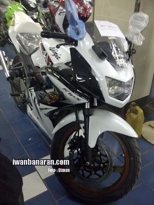 Warna dan striping baru kawasaki ninja 150RR 2013